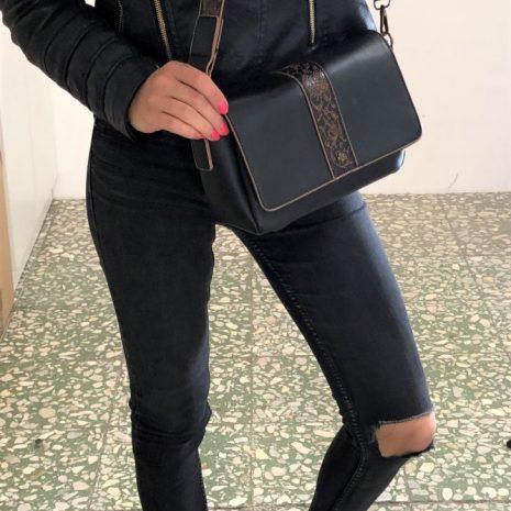 dámska čierna kabelka na rameno doca