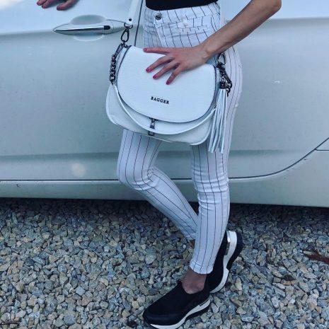 dámska kabelka v bielej farbe kožená crossbody