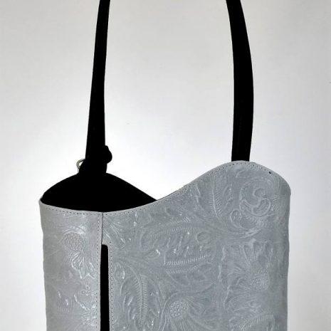 Športovo elegantná, štýlová kožená kabelka v pudrovej farbe na rameno