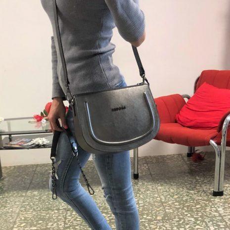 kožená bagger kabelka