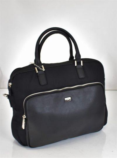 .Praktická pánska taška v čiernej farbe do ruky s crossbody ramienkom.