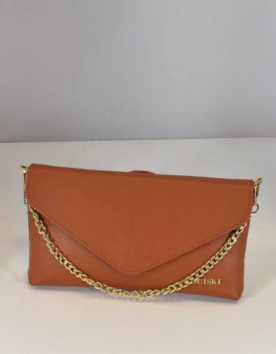 Krásna kožená večerná kabelka s ozdobnou retiazkou