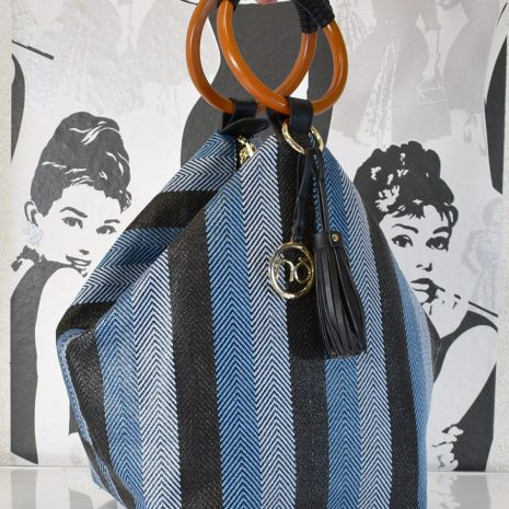 Dámska kabelka s drevenými ušami modrá