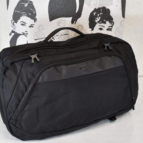 Kabínová veľkosť tašky (vhodný do lietadla ako príručná batožina).