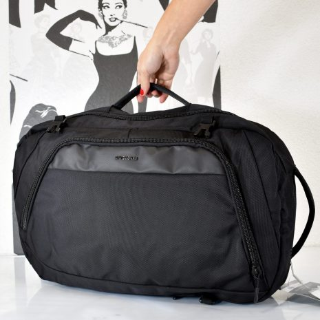Perfektná, praktická cestovná taška v čiernej farbe ktorú môžete využiť aj ako cestovný, turistický vak