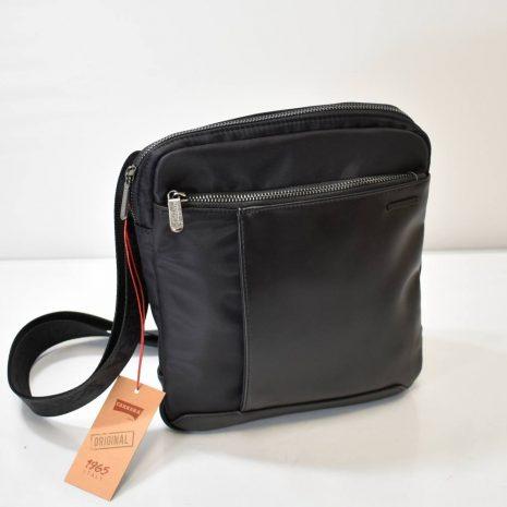 Športovo elegantná pánska kabelka v čiernej farbe s dlhým nastaviteľným uchom krížom cez rameno