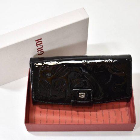 Lakovaná kožená čierna dámska peňaženka GIUDI.
