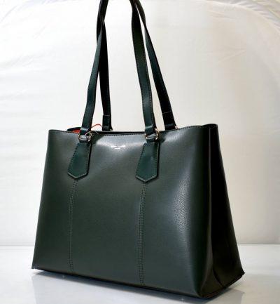 Elegantná dámska kabelka v zelenej farbe s dlhšími ušami na rameno či do ruky