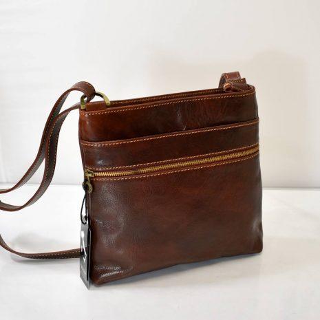 Elegantná crossbody kabelka vo vintage, neutrálnom štýle, vhodná pre dámy ale aj pánov.