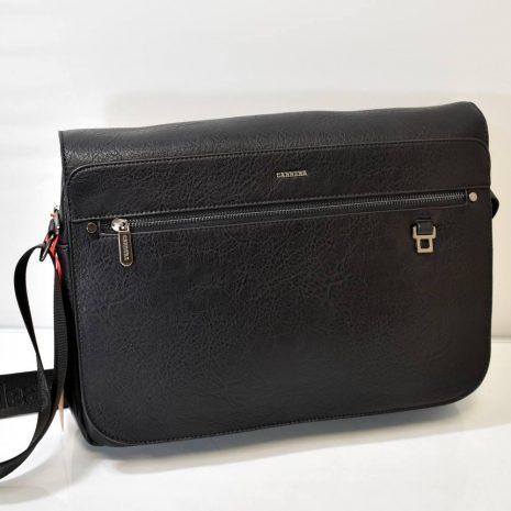 Športovo elegantná pánska kabelka v čiernej farbe s dlhým nastaviteľným ramienkom