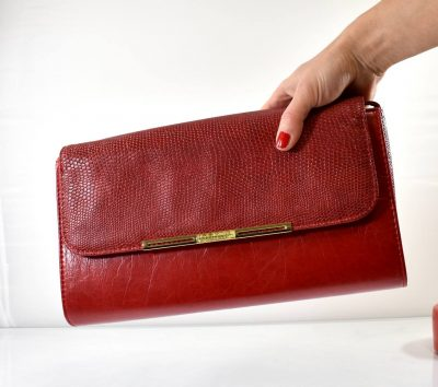 Listová červená dámska spoločenská kabelka