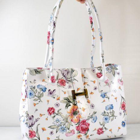 Dámska kabelka v bielej farbe s farebnými kvetinami a dvomi dlhšími ušami na rameno