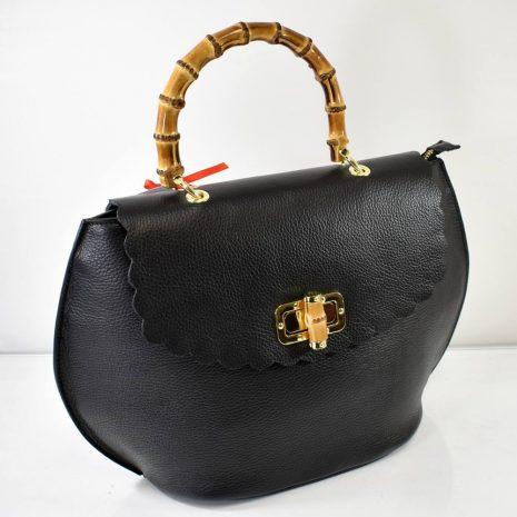 Elegantná kabelka v extravagantnom štýle v čiernej farbe so zlatým kovaním