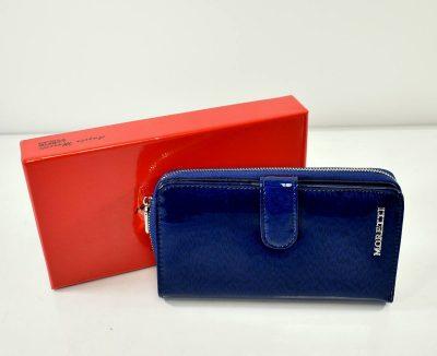Elegantná dámska peňaženka v krásnej modrej farbe s lakovaným povrchom