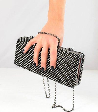 Krásna extravagantná dámska večerná kabelka v čiernej farbe so striebornými kamienkami
