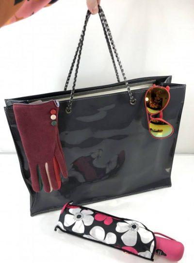 Perfektná shopper taška s lakovaným povrchom a zapínaním na magnet