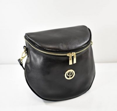 Praktická a štýlová ľadvinka alebo crossbody kabelka v čiernej farbe s matným povrchom