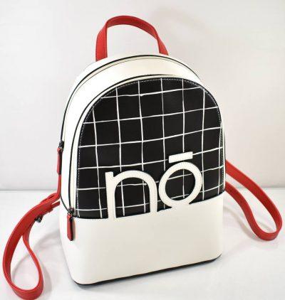 Športovo elegantný dámsky batoh v čierno bielej farbe s červenými doplnkami