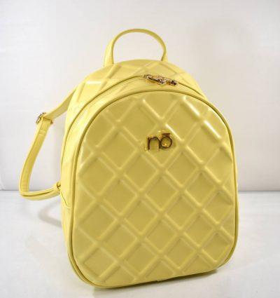 Štýlový, dámsky batoh v jemnej žltej farbe so zdobeným povrchom