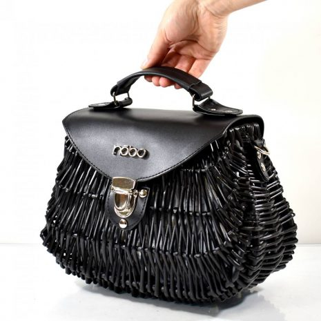 Štýlová, nadčasová dámska kabelka v tvare košíka s pevného ratanového materiálu