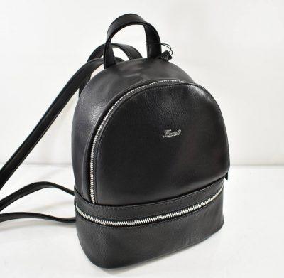 Praktický, štýlový dámsky batoh menší, vhodný pre dámy ale aj menšie slečny.