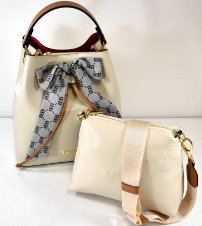 Krásna krémovo béžová kabelka s jedným uchom do ruky a menšou kozmetickou taškou