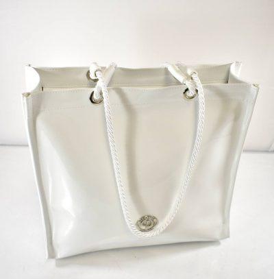 Elegantná nákupná taška na zips v bielej farbe. Vhodná na nákupy, výlety alebo do práce na topánky, jedlo, či oblečenie