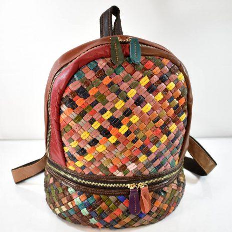 Dámsky kožený farebný ruksak prepletaný