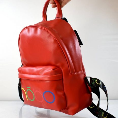 Športovo elegantný dámsky červený ruksak