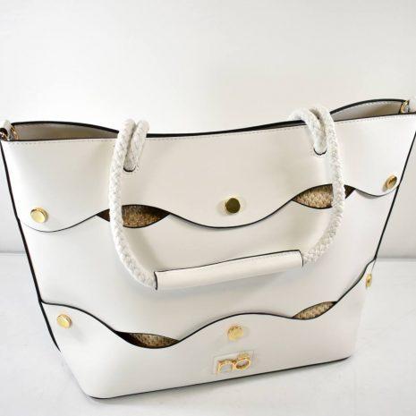 Väčšia dámska kabelka s dvomi ušami na rameno v bielej farbe. Obsahuje menšiu kabelkou (kozmetickú tašku)