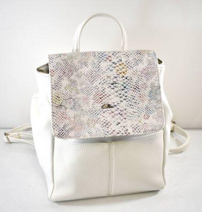 Štýlový dámsky ruksak v bielej farbe so zdobením v strednej veľkosti.