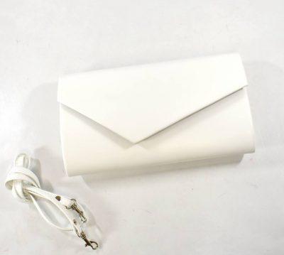 Kabelka v listovom tvare s prídavným ramienkom v bielej farbe s matným povrchom