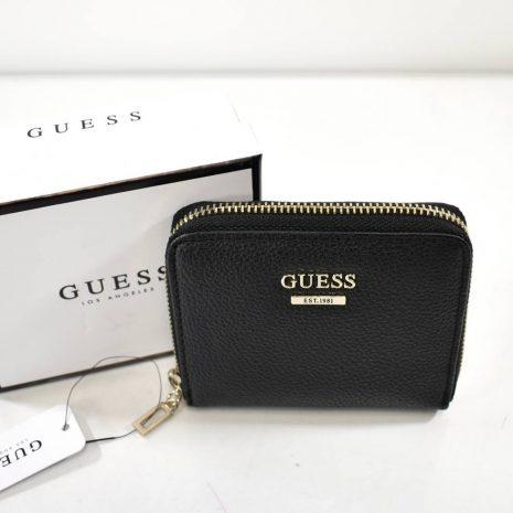 Menšia dámska čierna peňaženka GUESS